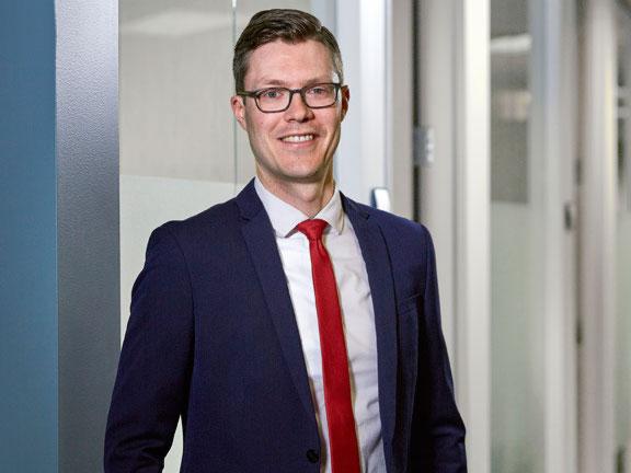 Matthew R  Hartranft | Corporate Attorney | Lommen Abdo Law Firm